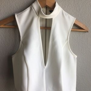NWT white halter v sleeveless crop shirt size 0